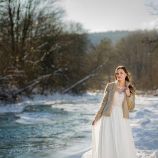 Panna Młoda w zimowej scenerii